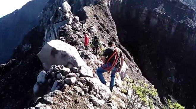 Puncak sejati gunung Raung