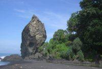 Pantai Watu Godeg lumajang