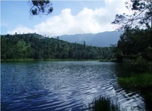 tempat wisata telaga pengilon dieng