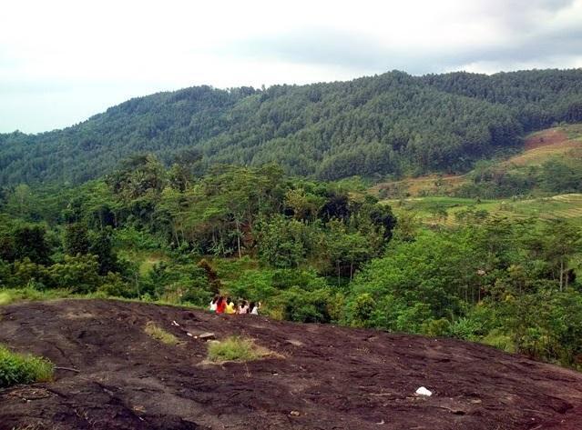 Tempat wisata bukit watu ireng Pekalongan