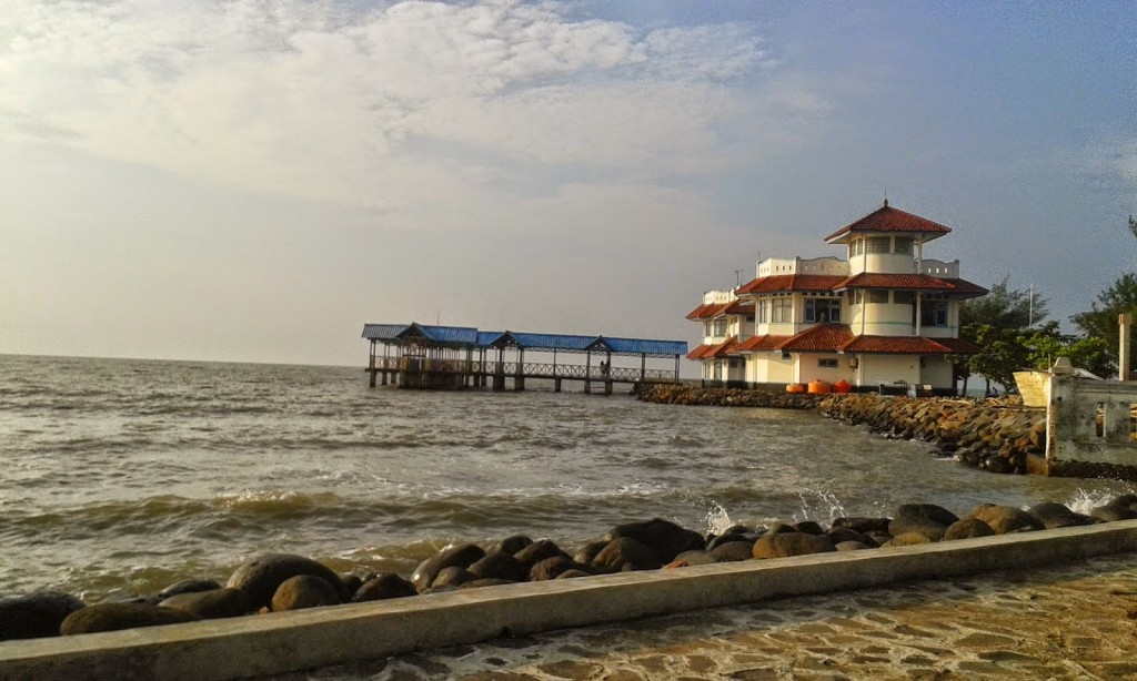 tempat wisata pantai pasir kencana di pekalongan