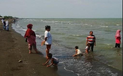 Pantai Cibugel Indramayu