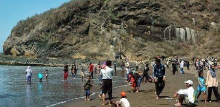 Pantai watu ulo Jember