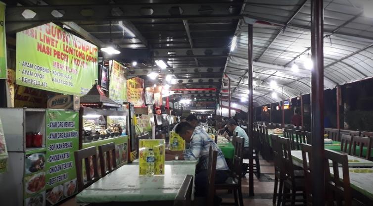 Pujasera Simpang Lima