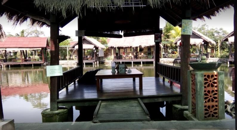 Resto Danau Tengah Sawah
