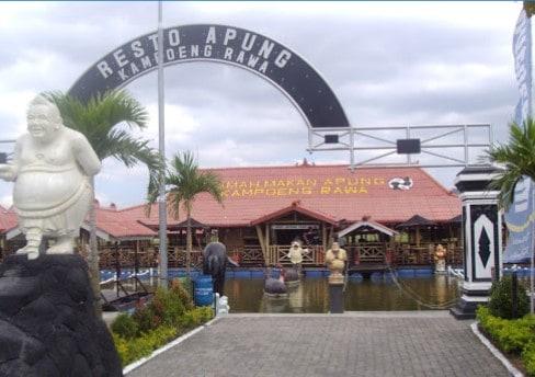 Rumah makan Kampung Rawa Ambarawa